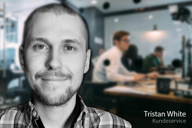 Support-medarbejder Tristan White foran kundeserivce